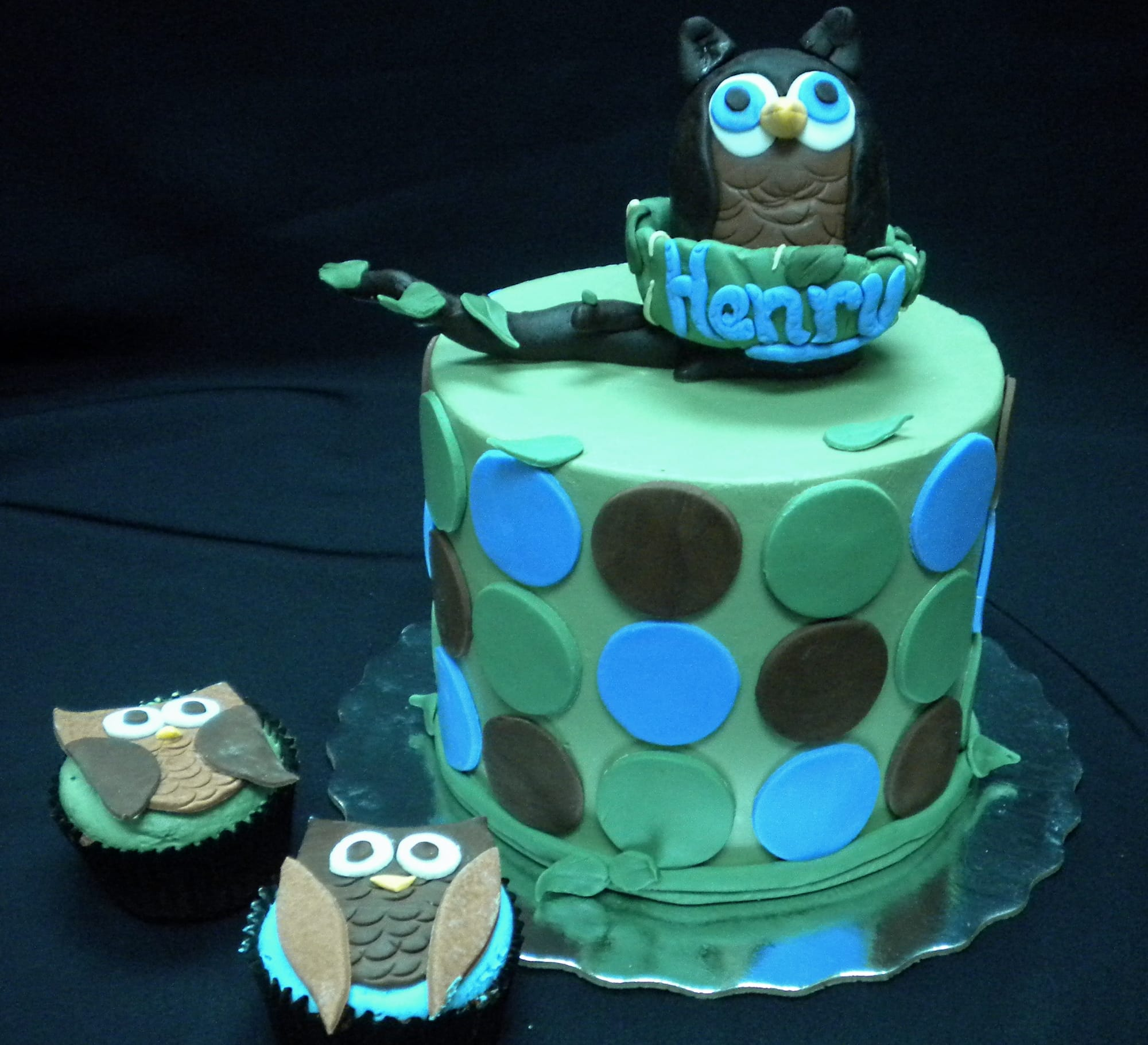 Owl Baby Shower Cake with cupcakes