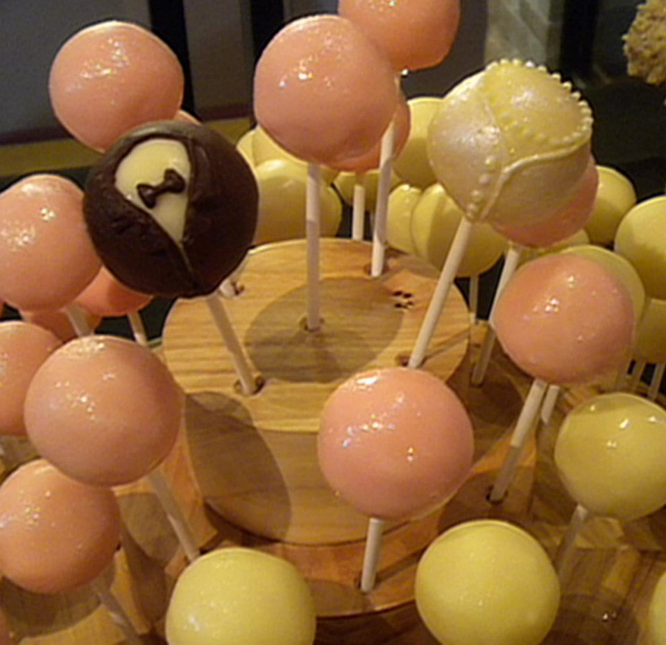 Wedding Cake Pops with Bride & Groom