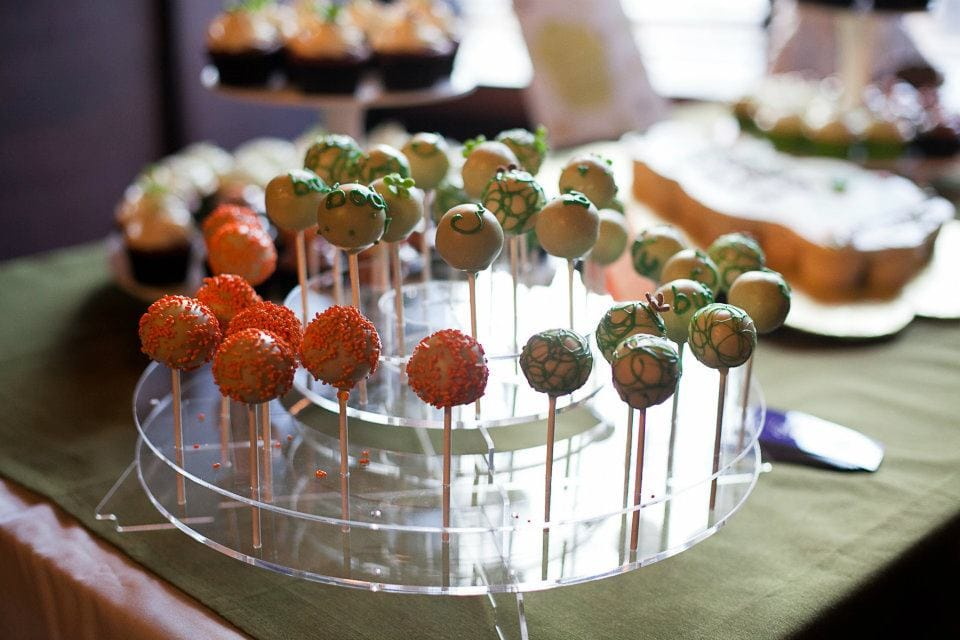 Event Cake pops (green & orange)