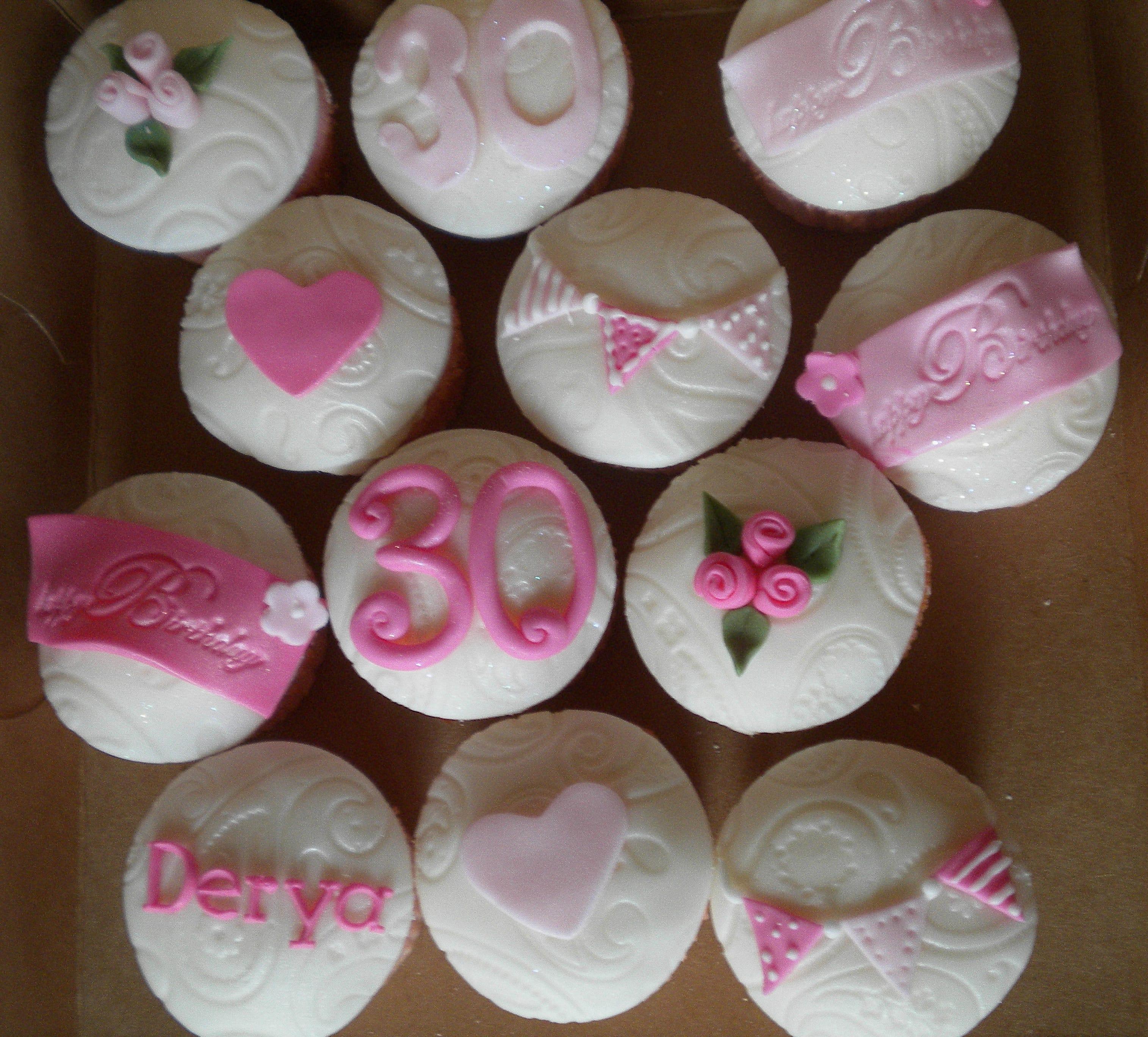 Elegant Fondant Cupcakes